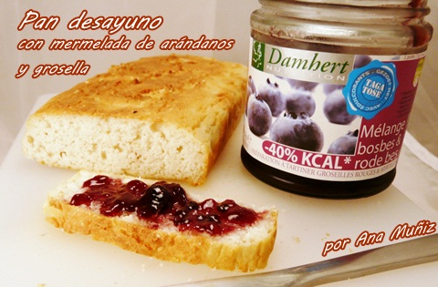 pan desayuno con mermelada de arandanos