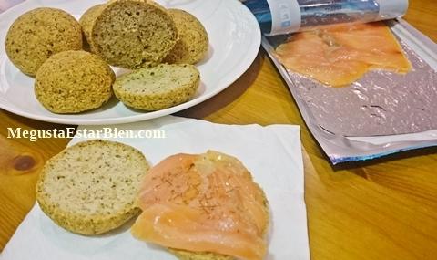 Desayuno sin gluten de mantequilla salmon y eneldo