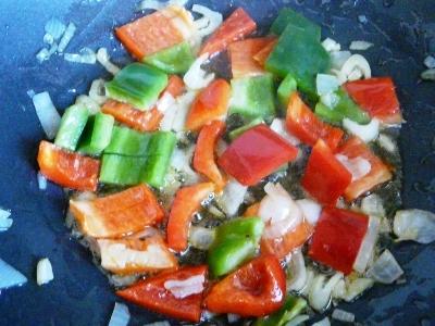 pimiento rojo y verde para dar color y sabor