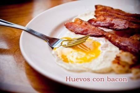huevos con bacon