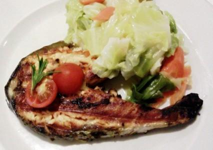 Salmon asado con verduras