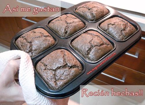 magdalenas de chocolate recien hechas